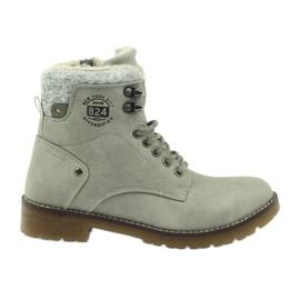 Graue, geklebte Schuhe DK2025
