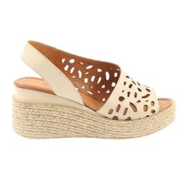 Sandalen mit Keilabsatz Badura 4812 beige braun