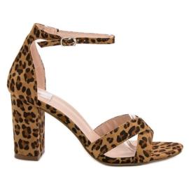 Ideal Shoes braun Sandalen an einer Bar