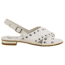 Kylie Weiße Sandalen Mit Einer Schnalle Befestigt