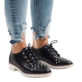 Schwarze durchbrochene Schuhe mit G-106-2 Nieten