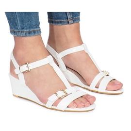 Weiß lackierte 668-1 Sandalen mit Keilabsatz