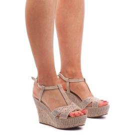 Braun Sandalen Am Keil F6078 Beige