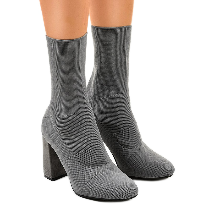 promo code df510 58bfd Graue Stiefel auf dem Pfosten QQ08