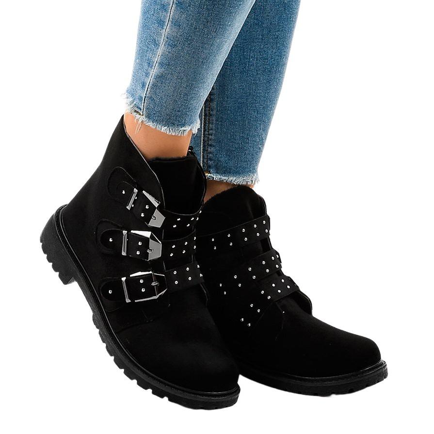 Flache Stiefel aus schwarzem Wildleder mit TL95 1 Schnallen
