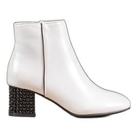 SHELOVET Weiße Stiefel Mit Einem Dekorativen Absatz