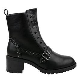 Schwarze isolierte Stiefel 1003-1 am Pfosten
