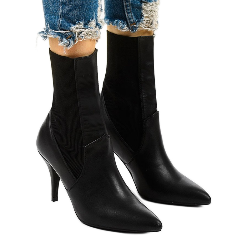 Schwarze High Heels mit Daywillow-Socke