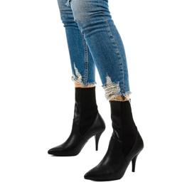 Schwarze High Heels mit Daywillow-Socke 2