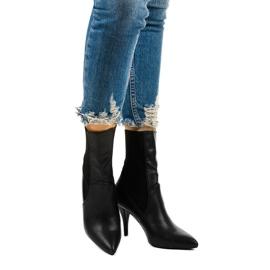 Schwarze High Heels mit Daywillow-Socke 1