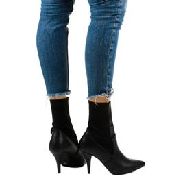 Schwarze High Heels mit Daywillow-Socke 3