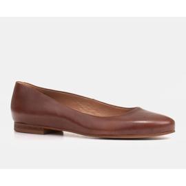 Marco Shoes Ballerinas aus braunem Narbenleder, handpoliert 1